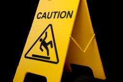 Treppenhaus frisch geputzt – Mieter muss mit Rutschgefahr rechnen