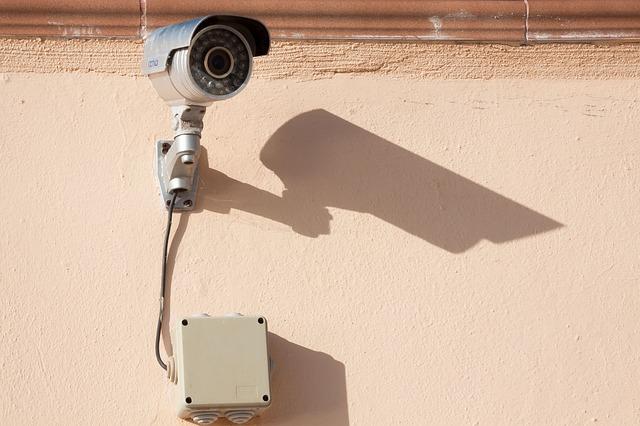 Kameraattrappe im Hausflur eines Miethauses ist unzulässig