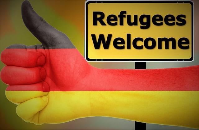 In einigen wenigen Kommunen wurde Mietern die Mietwohnung gekündigt, um Flüchtlinge unterzubringen.Entgegen dem medialen Echos sind dieses jedoch extreme, rechtlich umstrittene Ausnahmen. Flüchtlingsgegner nutzen dies Angst vieler Mieter mit oft gefälschten Kündigungen um gegen Flüchtlinge Stimmung zu machen.