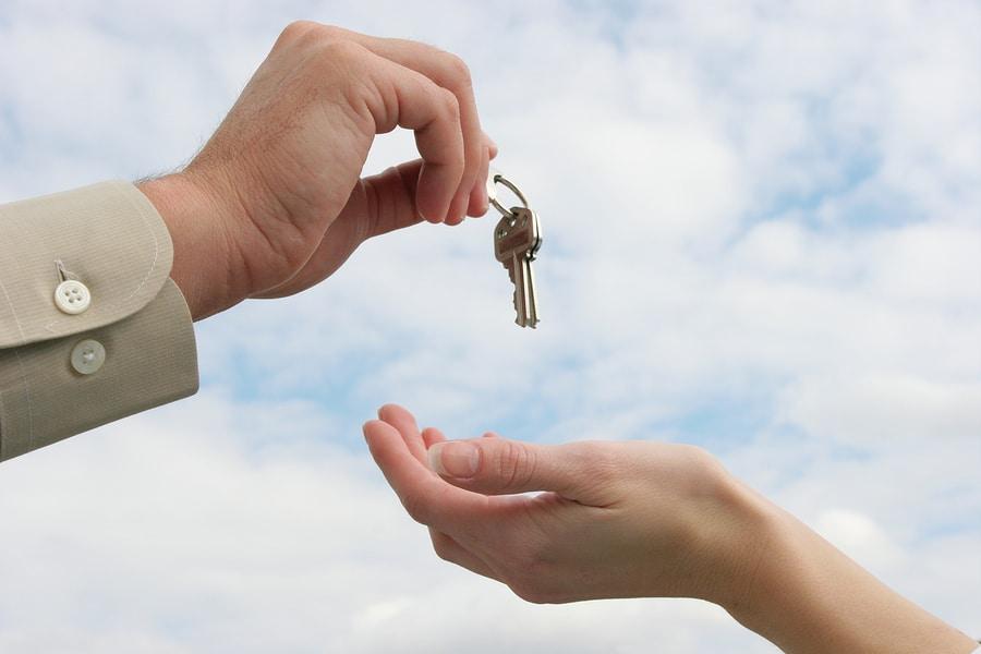 Wohnungsschlüsselübergabe an Vermieter – Besitzaufgabe und Nutzungsentschädigung