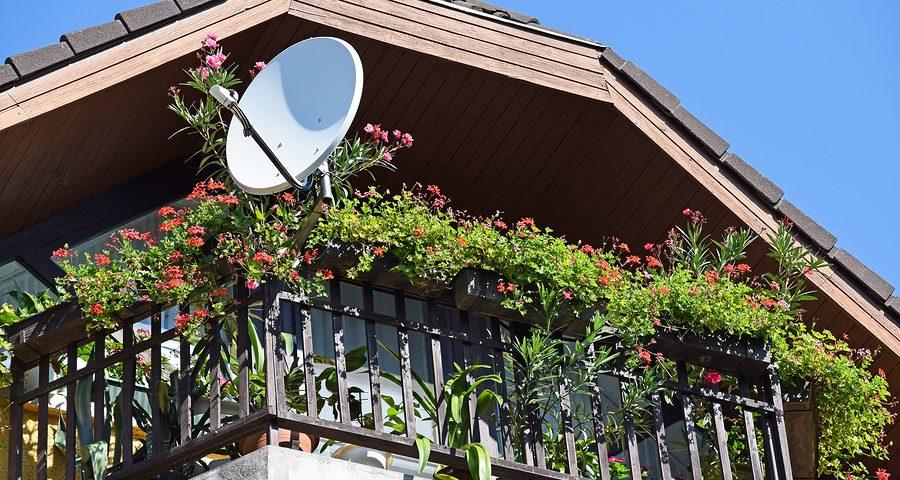Parabolantenne Aufstellung auf einem Balkon einer Wohnungseigentumsanlage