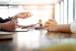 Eigentümerversammlung - Teilnahme eines Rechtsanwalts als Begleitperson zulässig?