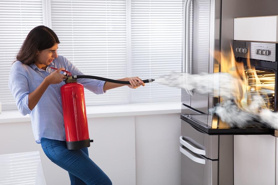 Wohnungsbrand durch defekte Mikrowelle eines Mieters