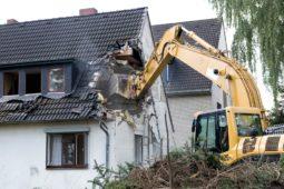 Wohnungsräumung - Abriss des alten Wohngebäudes