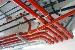 Gewährleistungsansprüche des Wohnungseigentümers wegen undichter Entwässerungsrohre