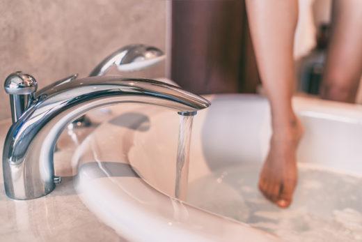 Duschen im Stehen in der Badewanne vertragswidrig?