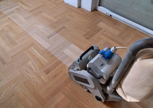 """Wohnraummietvertrag - Anspruch des Mieters auf """"frisch abgezogene Dielen"""""""