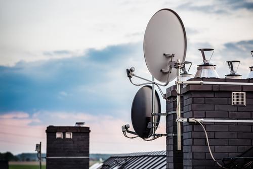 Parabolantennenbeseitigung - Gleichwertigkeit von Internet und Fernsehen als Informationsquellen