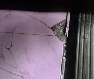 Mietminderung wegen undichter Eingangstür und herausgerissener Fliesen