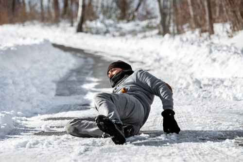 WEG - Glatteisunfall auf Gehweg infolge Verletzung der Straßenreinigungs- bzw. Streupflicht