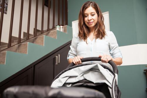 Abstellen eines Kinderwagens im Hausflur - Zulässigkeit