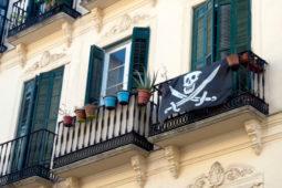 Beeinträchtigung der Vermieterinteressen und Gebrauchsrecht des Mieters bei Piratenfahne