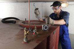 Heizkostenabrechnung - Ermittlung des Füllstandes eines Heizöltanks mit einem Meterstab