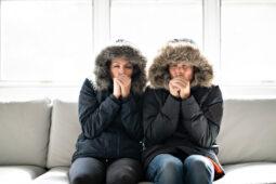 Kalte Zugluft und Wohnungstemperatur von 20 Grad sind Mietmangel