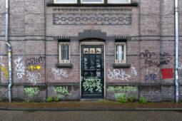 Mietvertragskündigung bei Beschmieren der Hausfassade mit vermieterfeindlichen Schriftzügen