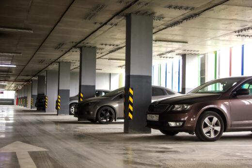 Zurverfügungstellung eines Pkw-Parkplatzes gegen Entgelt als wohnwerterhöhendes Merkmal